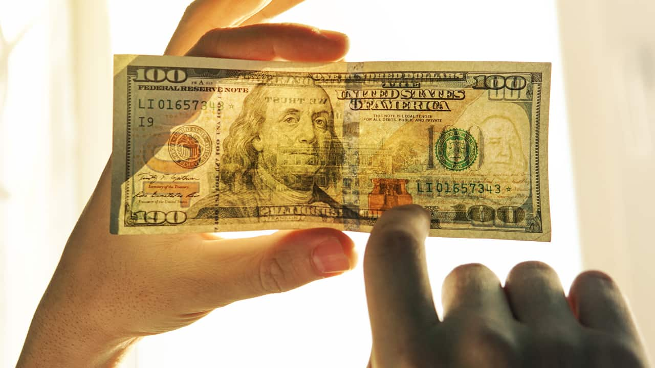 8 Ways to Spot Counterfeit Money